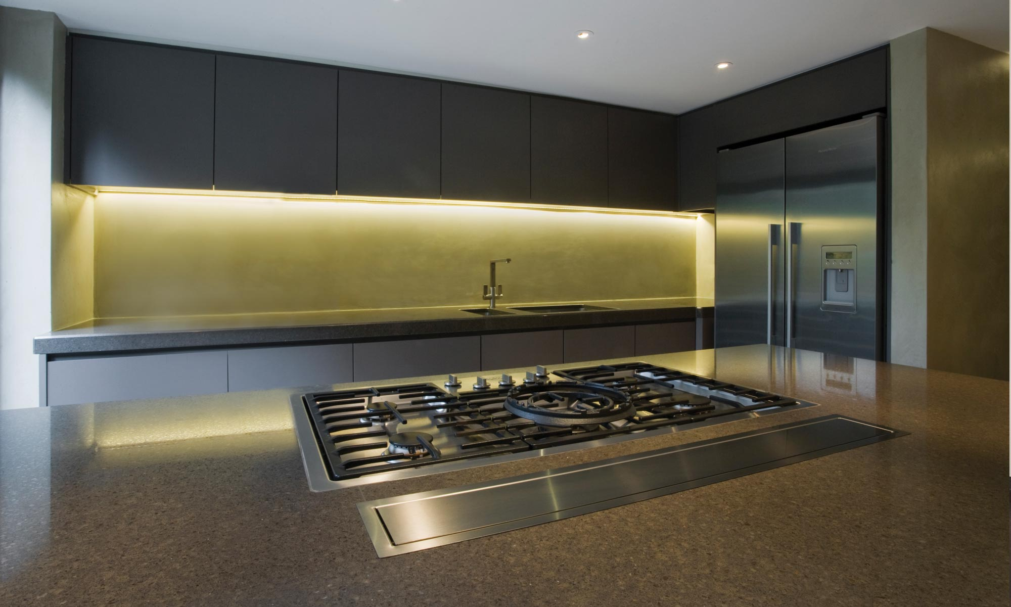 Contemporary bespoke fitted kitchen in grey with granite worktops